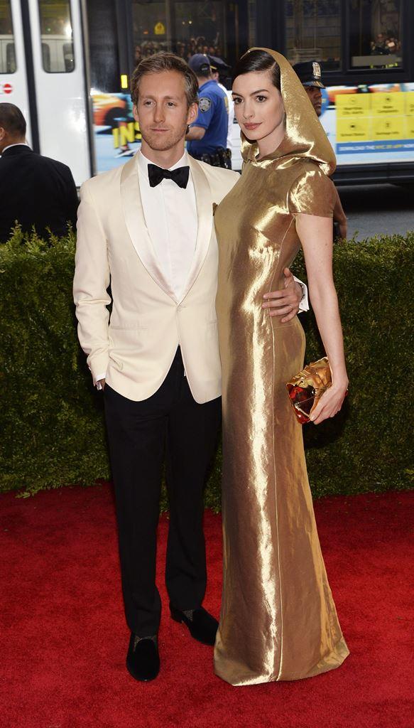 La actriz Anne Hathaway y su marido Adam Shulman serán padres por primera vez en 2016. (Foto Prensa Libre: EFE)