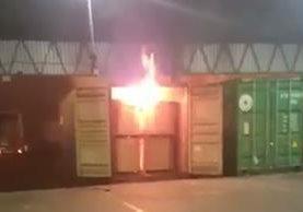 Incendio de contenedor en portuaria Santo Tomás causó alarma. (Foto: Twitter)