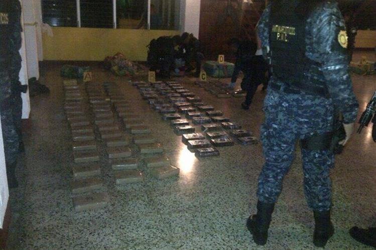 Parte de la droga decomisada por las autoridades, en Escuintla. (Foto Prensa Libre: PNC).