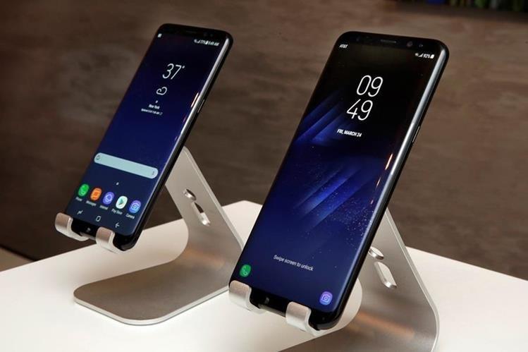 Las pantallas, de 5.8 pulgadas para el S8 y de 6.2 para el S8+, son la característica más destacada de los terminales. (Foto Presa Libre: AP)