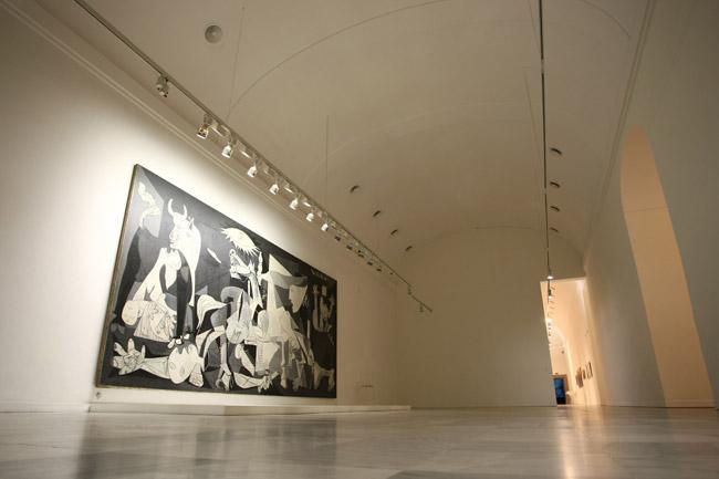 En el Museo Reina Sofía en Madrid, España se presentará este lunes una exposición dedicada a la Guernica de Pablo Picasso. (Foto Prensa Libre: Hemeroteca)