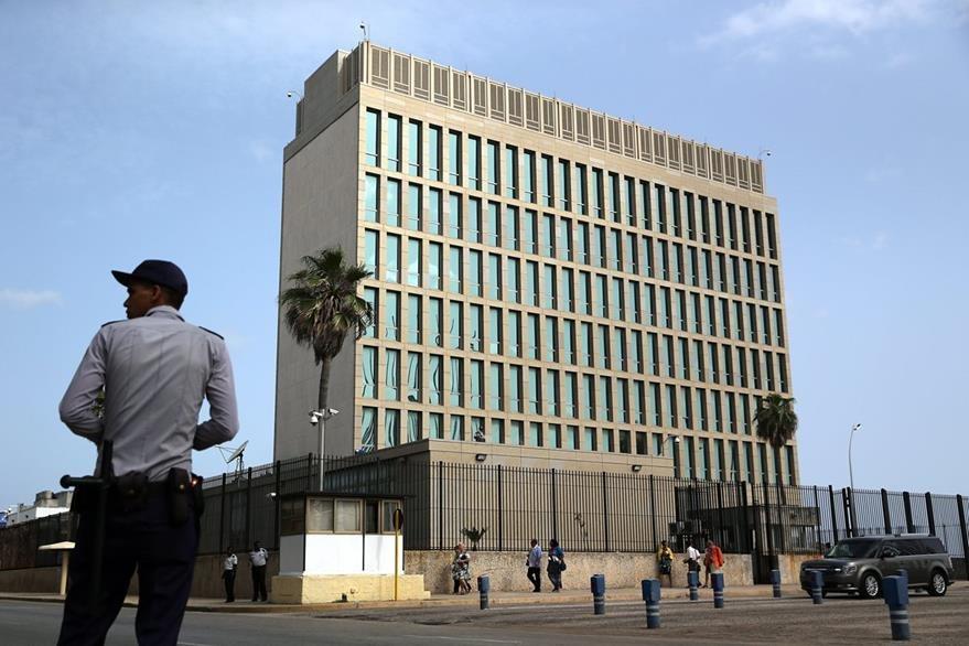 Fotografía del edificio de la Sección de Intereses de Estados Unidos en Cuba, a partir del 20 de julio próximo será embajada. (Foto Prensa Libre: EFE).