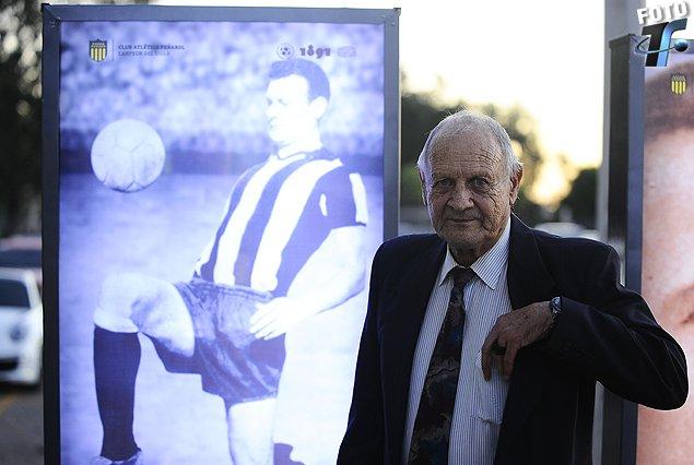 Néstor 'Tito' Goncalvez es el único futbolista que jugó seis finales de Copa Libertadores. (Foto Prensa Libre: Twitter)