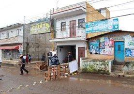 En el lugar del ataque quedaron tres personas fallecidas. (Foto: Prensa Libre)