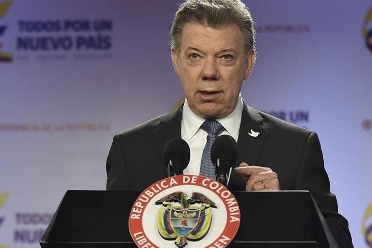 El presidente colombiano, Juan Manuel Santos, en la conferencia de prensa donde hizo el anuncio. (Foto Prensa Libre: AFP).