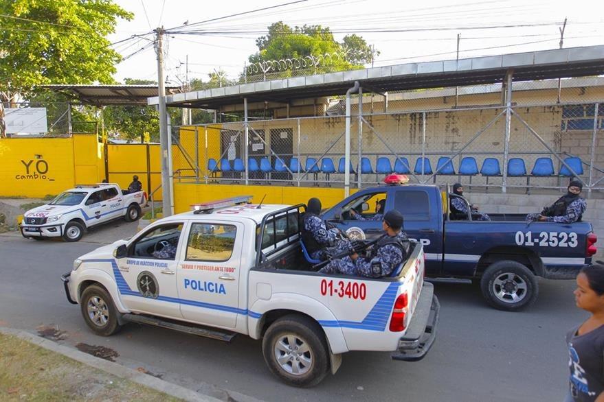 Las autoridades efectúan operativos contra pandilleros. (Foto Prensa Libre: EFE)