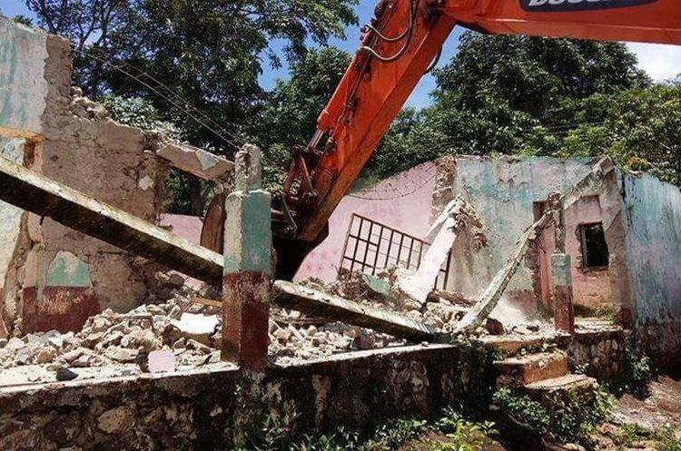 El antiguo edificio fue demolido, pero nunca se construyó el nuevo. (Foto Prensa Libre: Hugo Oliva)
