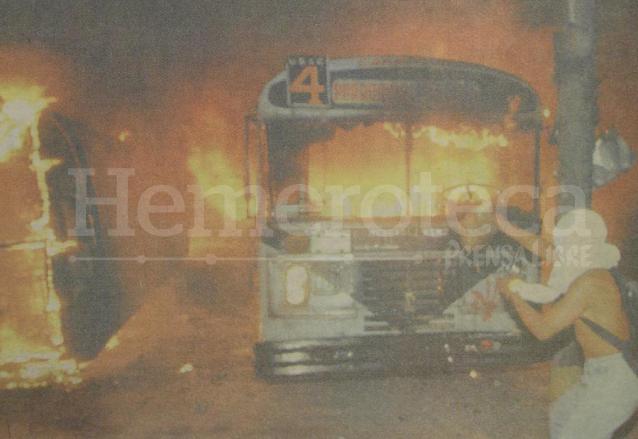 Protestas en la década de 1990 por alza al pasaje urbano. (Foto: Hemeroteca PL)