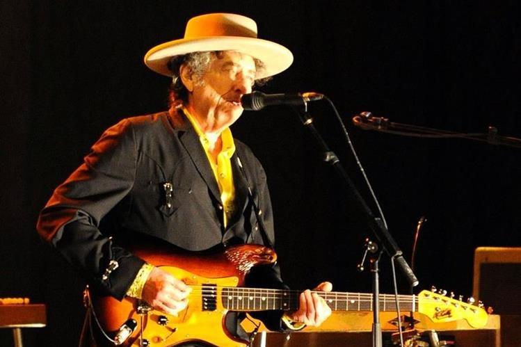 Bob Dylan tuvo claro que quería ser artista y a los 20 años agarró su guitarra y se dedicó en cuerpo y alma a escribir e interpretar canciones. (Foto Prensa Libre: AFP)