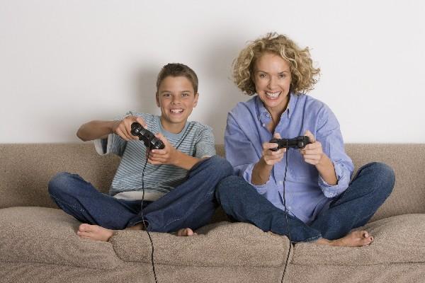 no se debe abusar de los juegos en  los que no hay actividad física.