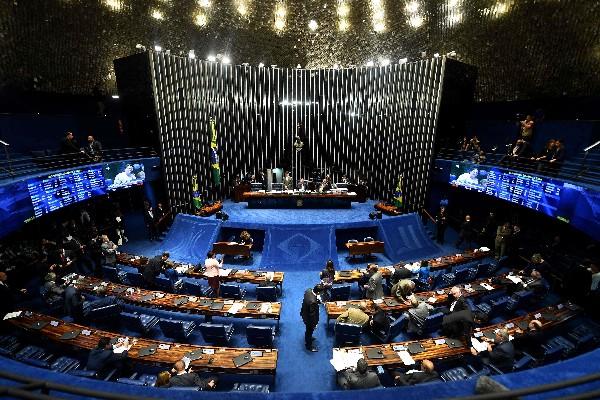 Vista general de la sesión del Senado brasileño en la votación de gastos.(AFP).