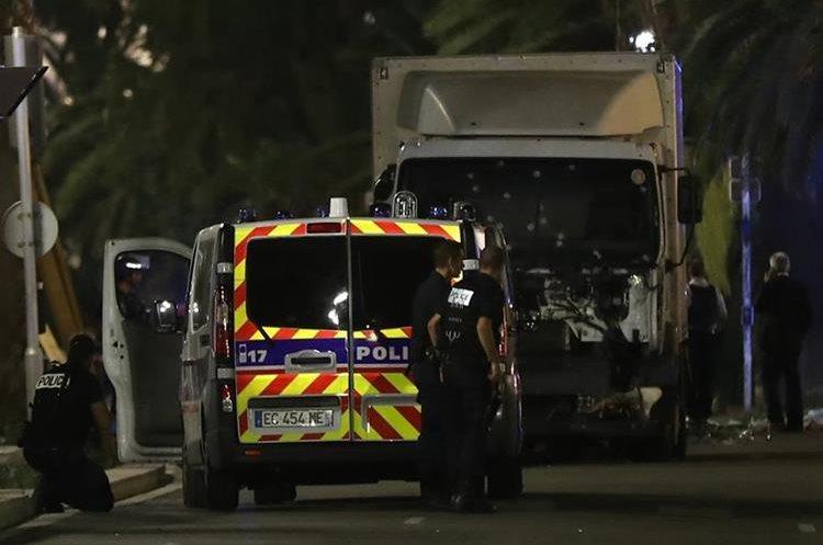 Vista del camión que en julio del 2016 mató a 84 personas durante los festejos por el Día de Francia en Niza. (Foto Prensa Libre: Hemeroteca PL)