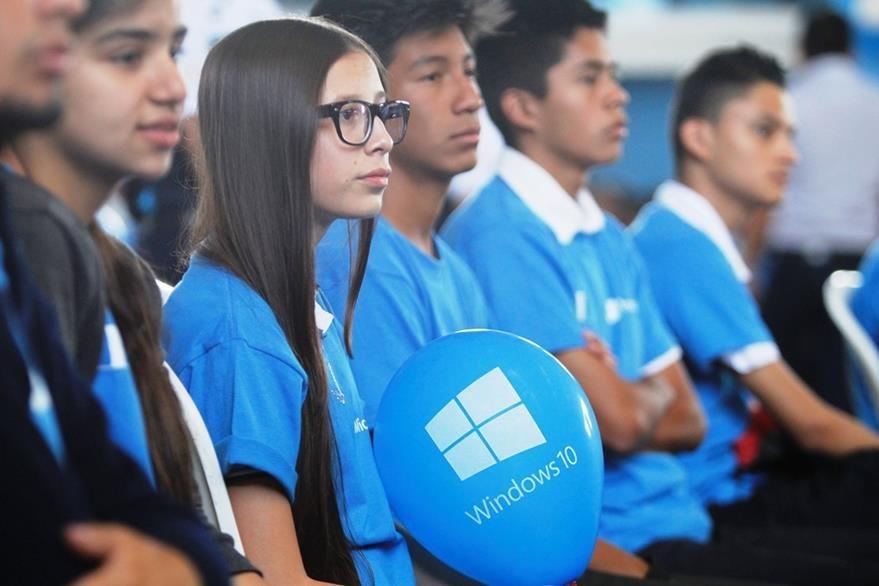 Estudiantes de Villa Canales participaron en el lanzamiento oficial de Windows 10 en Guatemala. (Foto Prensa Libre: Keneth Cruz)