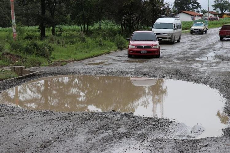 La carretera de San Pedro Jocopilas se encuentra en mal estado. (Foto Prensa Libre: Héctor Cordero)