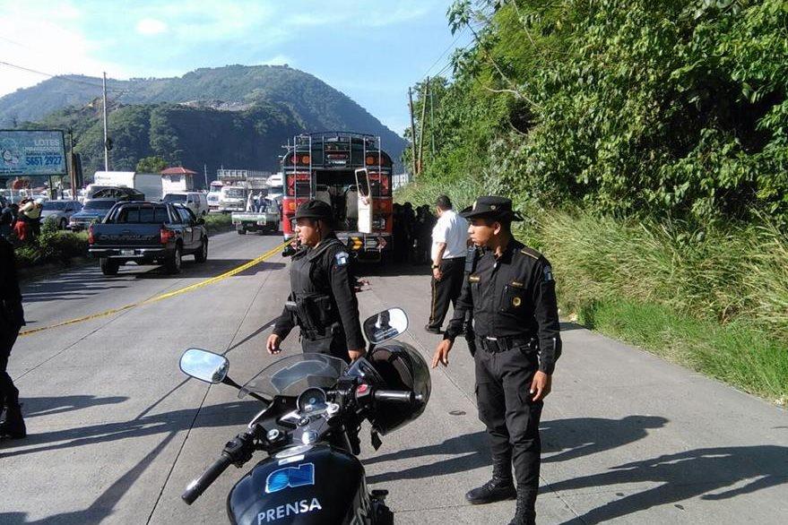 El suceso armado en Amatitlán provocó congestionamiento vial en la ruta al Pacífico, hacia el Sur. (Foto Prensa Libre: Estuardo Paredes)