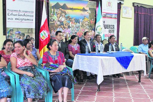 <p>Diplomado fue anunciado en reunión, en el centro Rija'tzuul Na'ooj. (Foto Prensa Libre: Á. Julajuj)</p>