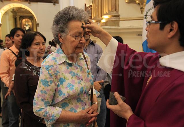 La ceniza no es un sacramento, la puede recibir cualquier persona. (Foto: Hemeroteca PL)