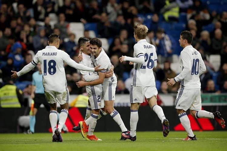 Enzo Zidane (centro) festeja con sus compañeros, después de marcar. (Foto Prensa Libre:AP)