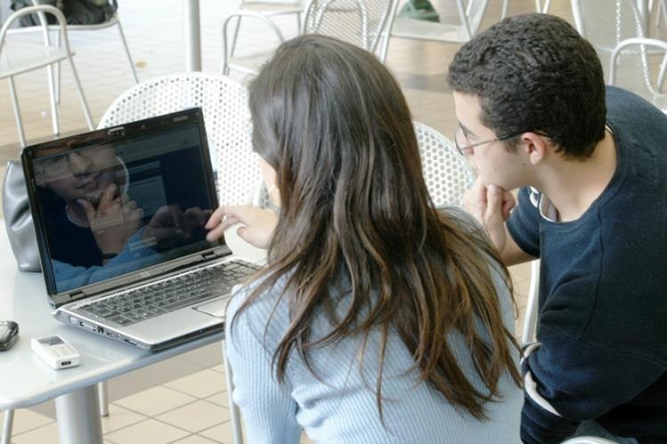 El Ministerio de Gobernación creará una iniciativa de ley sobre los ciberdelitos. (Foto Prensa Libre: Hemeroteca PL)