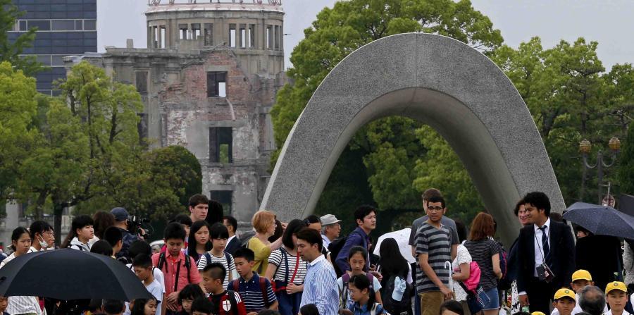 Desde el viernes pasado jugadores de Pokémon Go invaden parque memorial de la bomba atómica en Hiroshima. (Foto Prensa Libre: AP)