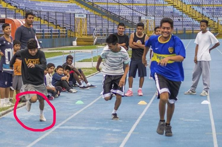 Adán es un adolescente que sueña con representar a Guatemala en el taekuondo. (Foto Prensa Libre: Mynor Mazariegos /Funog)