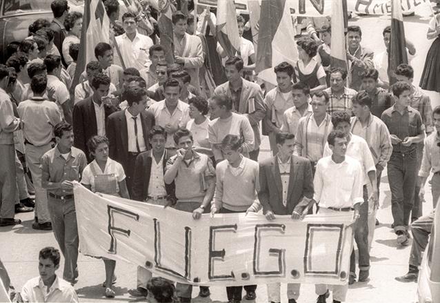 Protestas contra el gobierno de Ydígoras encabezadas por el Frente Unido del Estudiantado Guatemalteco (FUEGO) en 1960. (Foto: Hemeroteca PL)