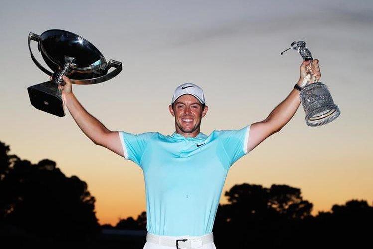 Así festejó McIlroy su gran triunfo en el PGA Tour. (Foto Prensa Libre: AFP)