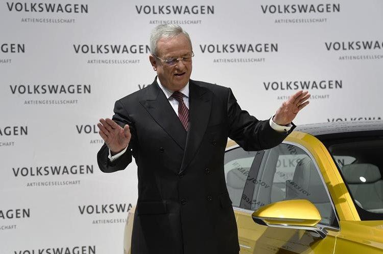 A pesar de la renuncia del presidente de la Volkswagen, Martin Winterkorn, el impacto a la industria automotriz alemana no se detiene.  (Hemeroteca PL)