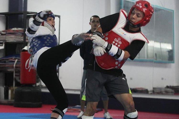 Elizabeth Zamora afronta con positivismo su regreso a la competencia después de una larga recuperación por una lesión. (Foto Prensa Libre: AFP).