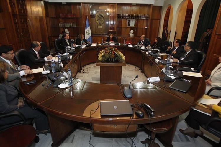 Pleno de magistrados de la Corte Suprema de Justicia, durante la reunión para la elección del presidente del OJ.(Foto Prensa Libre: Paulo Raquec)