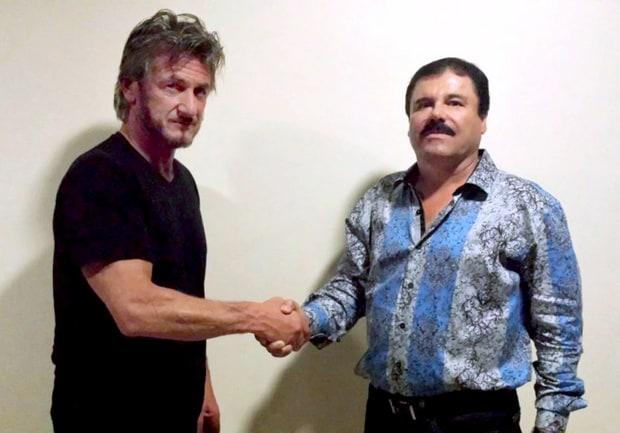 """Joaquín """"El Chapo"""" Guzmán (d) saluda al actor estadounidense Sean Penn. (AFP)."""