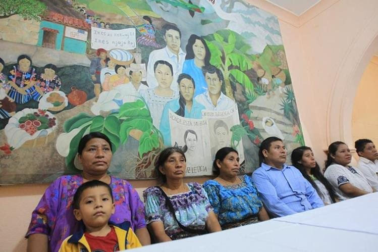 La familia Ciprián Gómez puedo reencontrarse con Juana, quien carga a uno de sus nietos (Foto Prensa Libre: Esvin García)