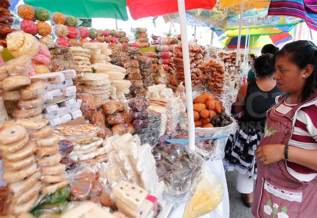Durante todo el año se puede encontrar manzanilla en forma de dulce en las ventas de dulces típicos. (Foto: Hemeroteca PL)