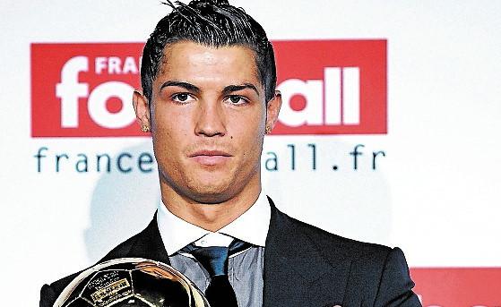 Una réplica del Balón de Oro que Cristiano Ronaldo había ganado en el 2003 fue subastado. (Foto Prensa Libre: Hemeroteca PL)