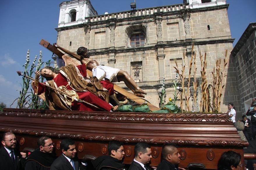 La procesión extraordinaria del Santo Cristo de Las Misericordias recorrió calles de Antigua Guatemala el sábado anterior a ramos del 2016, la cual no salía desde hace 23 años. (Foto HemerotecaPL: Renato Melgar)