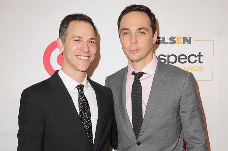 El actor estadounidense con su ahora esposo Tood Spiewak.