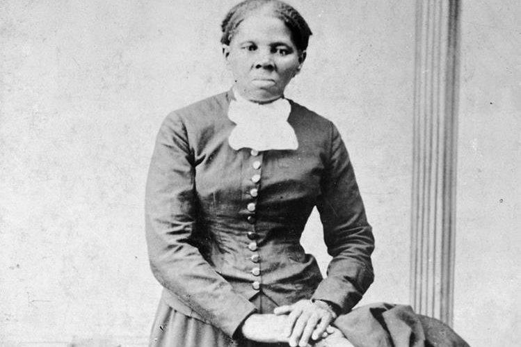 Harriet Tubman en una imagen de 1860 a 1875. La activista figurará en los billetes de US$20. (Foto Prensa Libre: AP).