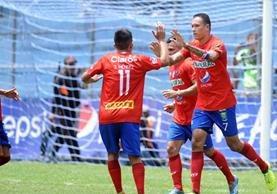 Blas Pérez marcó su segundo gol en el torneo con los rojos. (Foto Prensa Libre: Francisco Sánchez)