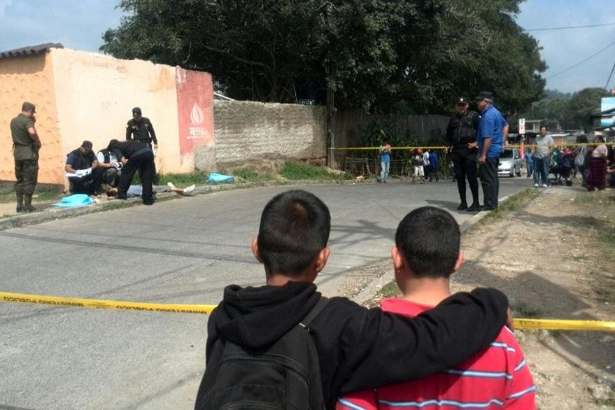 El segundo cuerpo sin vida fue encontrado en zona 6 de Mixco (Foto Prensa Libre: Erick Ávila).
