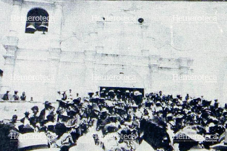 Miles de visitantes abarrotaron la iglesia parroquial. (Foto Prensa Libre: Hemeroteca)