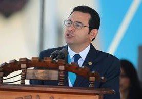 Morales dio su discurso por la celebración de los 145 años del Ejército. (Foto Prensa Libre: Álvaro Interiano)