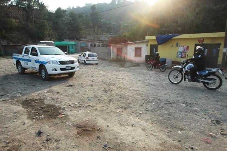 Un ataque armado en el asentamiento Mártires del Pueblo, zona 4 de Villa Nueva dejó un muerto y un herido. (Foto Prensa Libre: Estuardo Paredes)