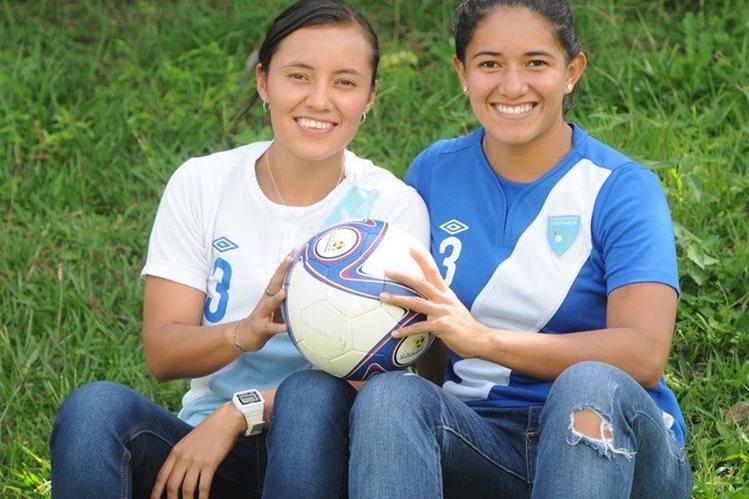 Marilyn Rivera y Waleska Castañeda posaron para TodoDeportes en el Proyecto Goal. (Foto Prensa Libre: Jeniffer Gómez)