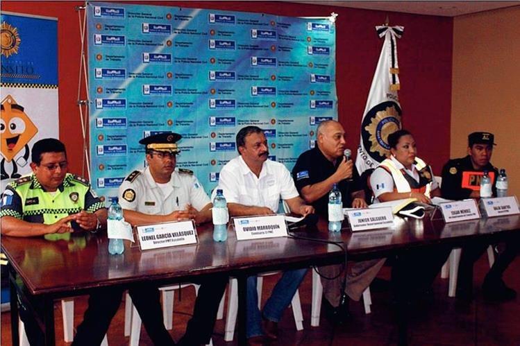 Autoridades informan del plan de seguridad vial, en Escuintla. (Foto Prensa Libre: Melvin Sandoval)