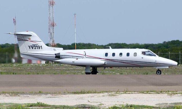 Autoridades buscan a cinco personas que viajaban en la avioneta. (Foto Prensa Libre: NestorReverol/Twitter)