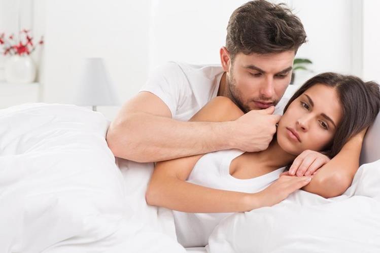 Si ocurre un momento incómodo en la intimidad, lo ideal es detenerse y dar muestras de comprensión a la pareja.