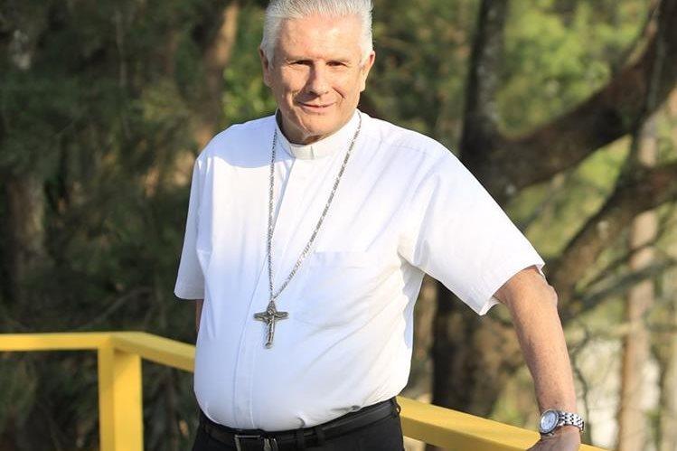 Gonzalo de Villa, presidente de la Conferencia Episcopal de Guatemala, habla desde la residencia jesuita San Borja.(Foto Prensa Libre: Carlos Ovalle)
