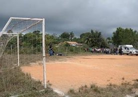 El árbitro pitaba el partido cuando fue asesinado. (Foto Prensa Libre: Dony Stewart)