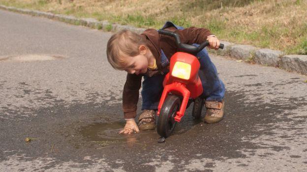 Es importante que los niños se diviertan mientras hacen ejercicios y no forzarlos. El deporte organizado comienza más adelante. (Foto, Thinkstock)