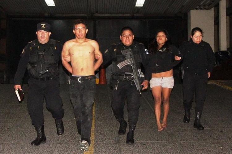 Detenidos tras persecución policial en San José Pinula. Los sindican del homicidio de una persona. (Foto Prensa Libre: PNC)